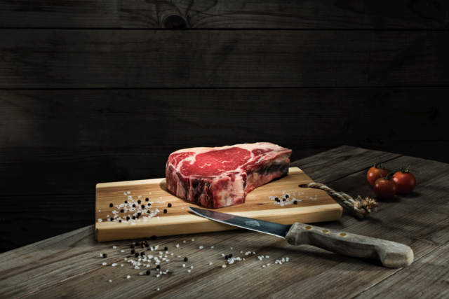 Fotograf, Photograph, Foodfotografie, Food, Fleisch, dry aged Steak, Messer, Industrie, Industriefotografie, Businessportrait, Businessfotografie, Hotelfotografie, Werbefotografie, Fotografie, Landeck, Tirol,